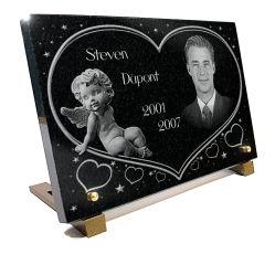 Plaque funéraire avec photo gravée sur granit à personnaliser avec coeur, étoiles et ange. Plaque mortuaire pour enfant.