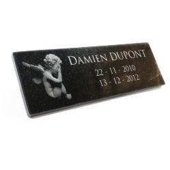Plaque funeraire Ange gravé en granit à coller sur columbarium, à personnaliser