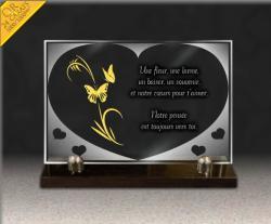Plaque mortuaire en verre gravé avec coeur, texte funéraire et papillons dorés à l'or 24 carats