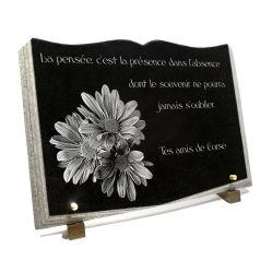 Plaque funéraire livre ouvert découpé en granit avec fleurs