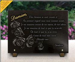 Quelques roses gravées sur une plaque granit, un prénom gravé et doré à l'or pur ...