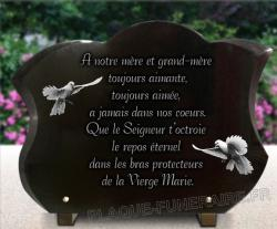 Plaque tombale forme tulipe avec 2 colombe et grand texte.