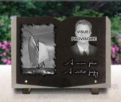 Plaque granit livre ouvert avec portrait gravé et voilier