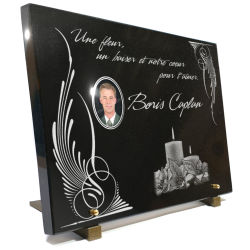 Gravure sur plaque funéraire en granit ou en verre bougie