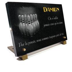 Plaque granit personnalisée avec dessin de quilles de bowling et texte doré 24 carats
