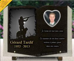 Plaque funéraire livre en granit avec dessin chasseur, photo porcelaine et dorure