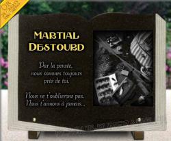 Plaque mortuaire livre en granit avec dorure 24 carats et dessin matériel de pêche