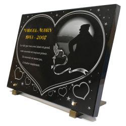 Personnalisez cette plaque funéraire coeur, colombe, étoiles et marin pêcheur en contre jour.