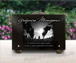 Thème courses hippiques sur plaque funéraire personnalisée en granit