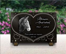Plaque funéraire personnalisable avec un buste de cheval, un grand coeur et des étoiles