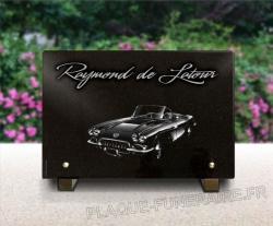 Dessin grav� d'une voiture am�ricaine sur une plaque fun�raire personnalis�e