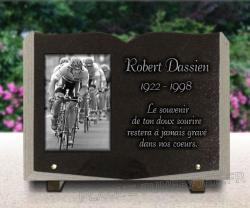 Plaque funéraire livre personnalisable granit avec motif cyclistes