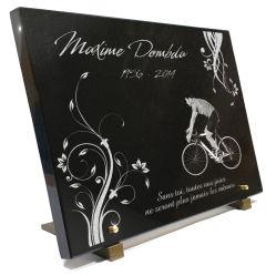 Grande plaque mortuaire 40 x 30 cm avec décor floral, dessin cycliste.