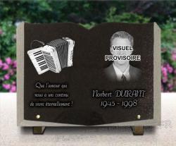 Plaque granit forme livre ouvert avec dessin accordéon et portraits d'art gravé