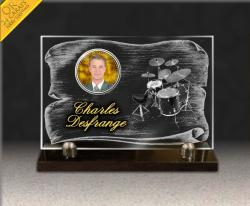 Plaque fun�raire en verre avec parchemin, dessin batterie et photo porcelaine