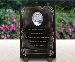 Plaque mortuaire parchemin et photo porcelaine couleur 6x8cm