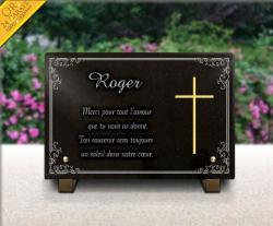 Plaque mortuaire avec bordure déco. croix dorée et texte gravé.