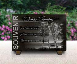 Plaque funéraire granit 30x20cm décor palmiers et plage de sable blanc. Thème Saint-martin et Saint Barthélemy.