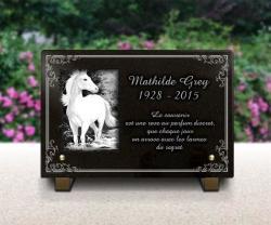 Plaque funéraire cheval en granit gravé 30x20cm