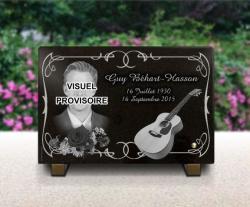 Plaque funéraire à personnaliser  Plaque-funeraire-Guy_Behart-chanteur-guitare-fleurs