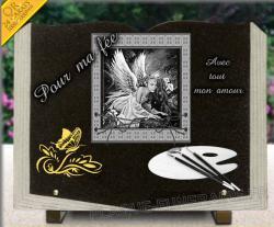 Plaque tombale en forme livre ouvert et pages sculptées, motif scrapbooking fée