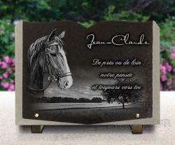 Plaque funéraire cheval forme livre avec décor paysage de campagne.