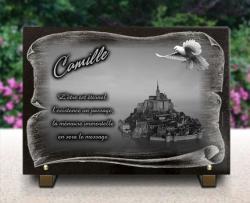 Plaque funéraire Mont Saint Michel, Avec parchemin et colombe.
