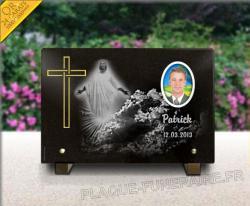 Plaque mortuaire granit , croix gravée dorée, Jésus-Christ, médaillon porcelaine