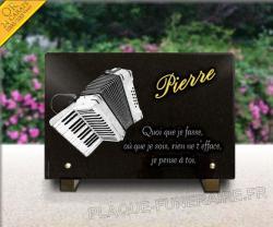 Plaque funéraire personnalisée en granit 30x20cm avec accordéon et dorure.