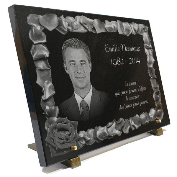 Plaque funéraire granit gravure personnalisée avec roses, photogravure et texte. 30 x 40 cm.