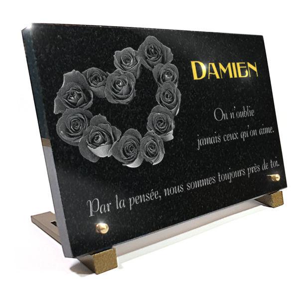 Plaque funéraire granit  fleurs bouquet roses. 20 x 30 cm.