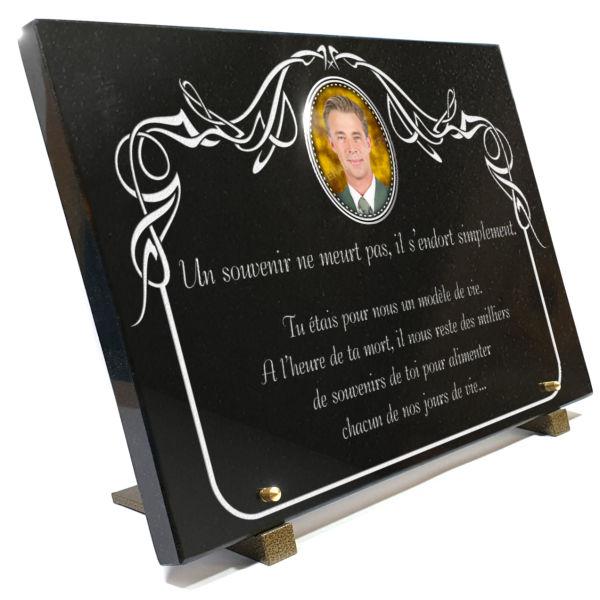 Plaque funéraire granit décoration arabesques, bordure décorative . 30 x 40 cm.