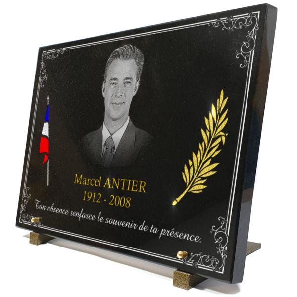 Plaque funéraire granit drapeau français en couleur bleu blanc rouge palme bordure décorative . 30 x 40 cm.
