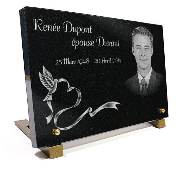 Plaque funéraire granit  colombe oiseaux coeur ruban. 20 x 30 cm.