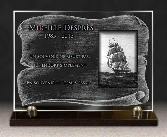 Plaque funéraire verre navire voilier mer vagues 3 mats. 25 x 35 cm.