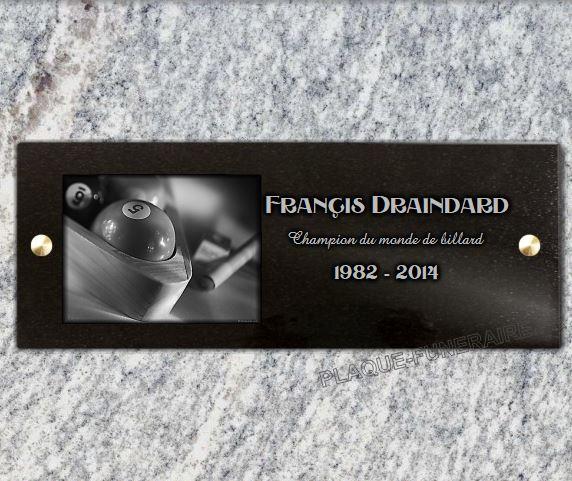 Plaque funéraire à fixeren granit 15 x 40 cm avec 2 trous, 2 vis et cache-vis.