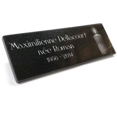 Plaque funéraire adhésive en granit gravé pour columbarium.