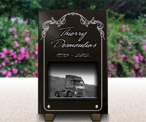 Plaque funéraire camion routier.