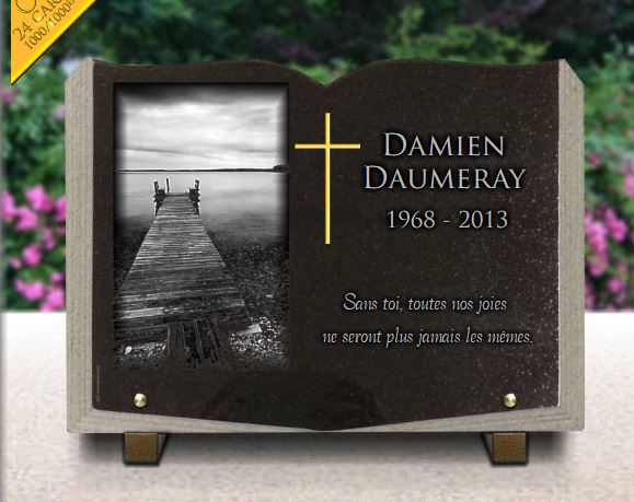 Plaque funéraire granit pont jetée amarrage bateaux ponton mer paysage chemin livre quai.  x  cm.
