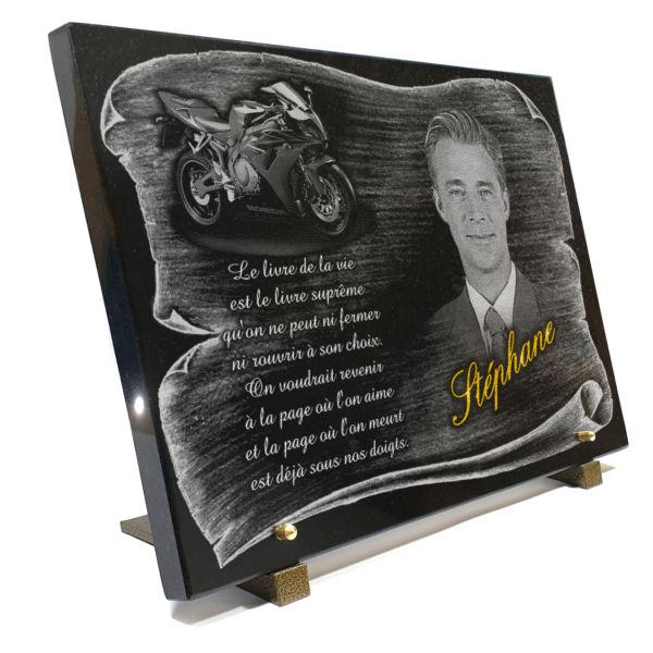 Plaque funéraire granit dorure portrait photo gravé gravure. 30 x 40 cm.