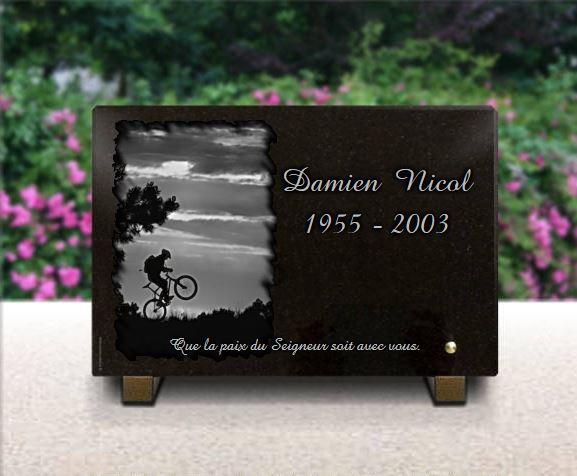 Plaque funéraire granit bmx, vtt, vélo tous chemins ciel nuages soleil.  x  cm.