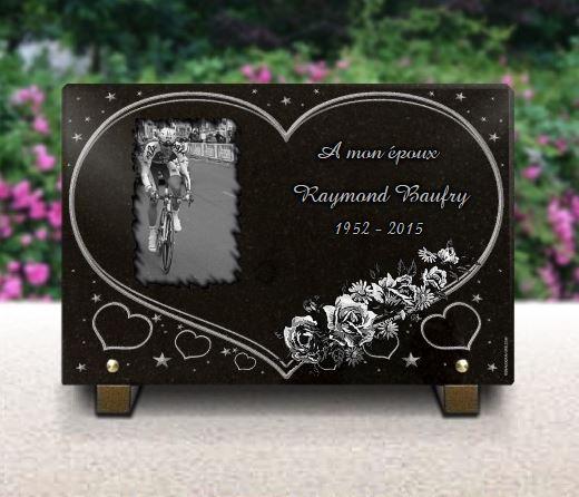 Plaque funéraire granit  coeur étoiles . 20 x 30 cm.