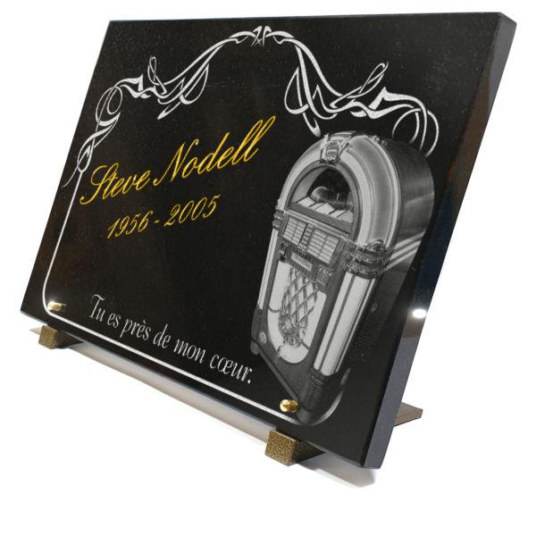 Plaque funéraire granit bordure arabesques jukebox juke-box américain americaine  mélomane 50s 60s 70s. 30 x 40 cm.