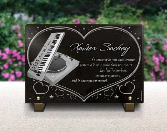 Plaque funéraire granit platine disque vinyl  clavier piano electronique deejay dj disque jokay. 20 x 30 cm.