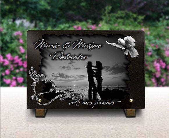 Plaque funéraire granit colombe couché de soleil mer océan homme femme amoureux enlacés silhouettes . 20 x 30 cm.