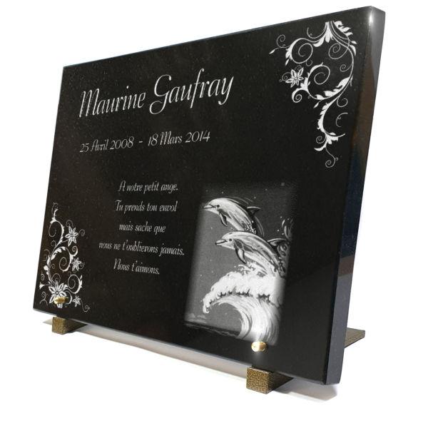 Plaque funéraire granit enfants bébés vague mer océan arabesques . 30 x 40 cm.