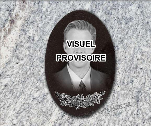 Plaque funéraire granit médaillon en granit fleurs portrait . 30 x 20 cm.