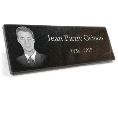 Plaque funéraire granit portrait photo gravé gravure granit col . 10 x 30 cm.