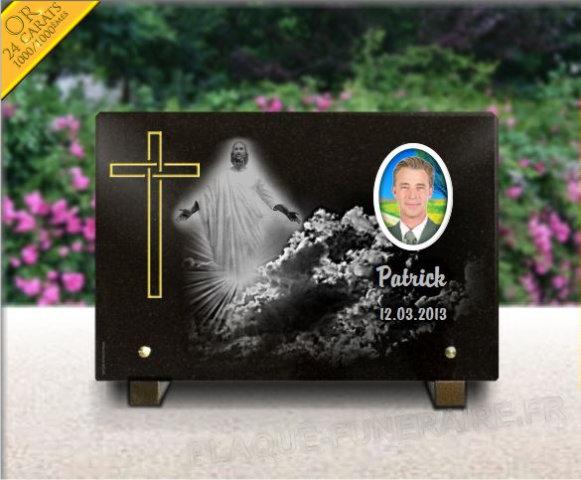 Plaque funéraire avec jésus christ et une croix dorée