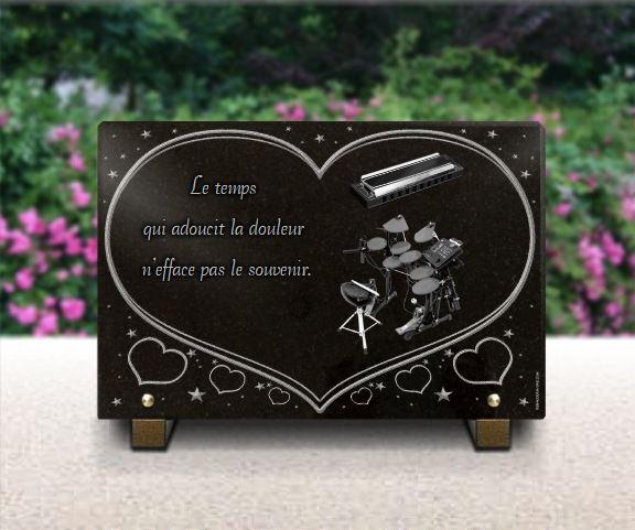 Plaque funéraire granit  . 20 x 30 cm. Plaque coeur avec batterie et harmonica à personnaliser, en granit.